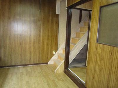 クリタニ貸家2 階段